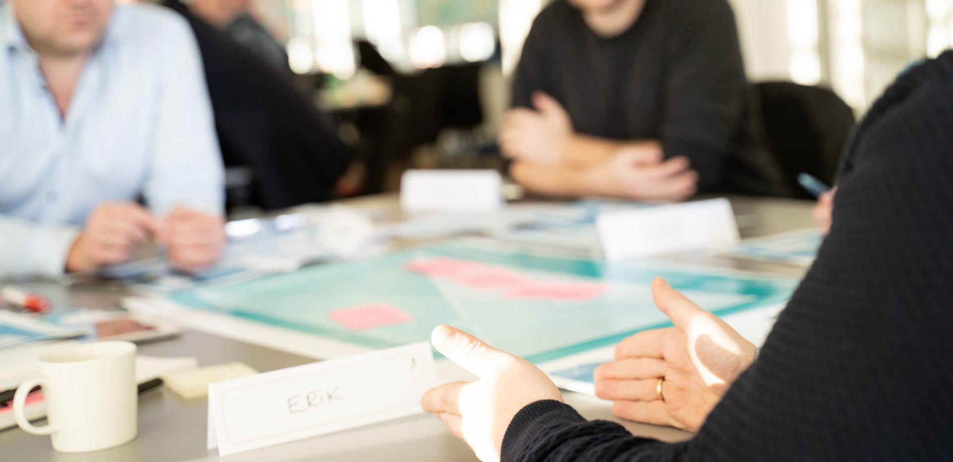 Gruppeudviklingssamtale mellem medarbejdere og leder