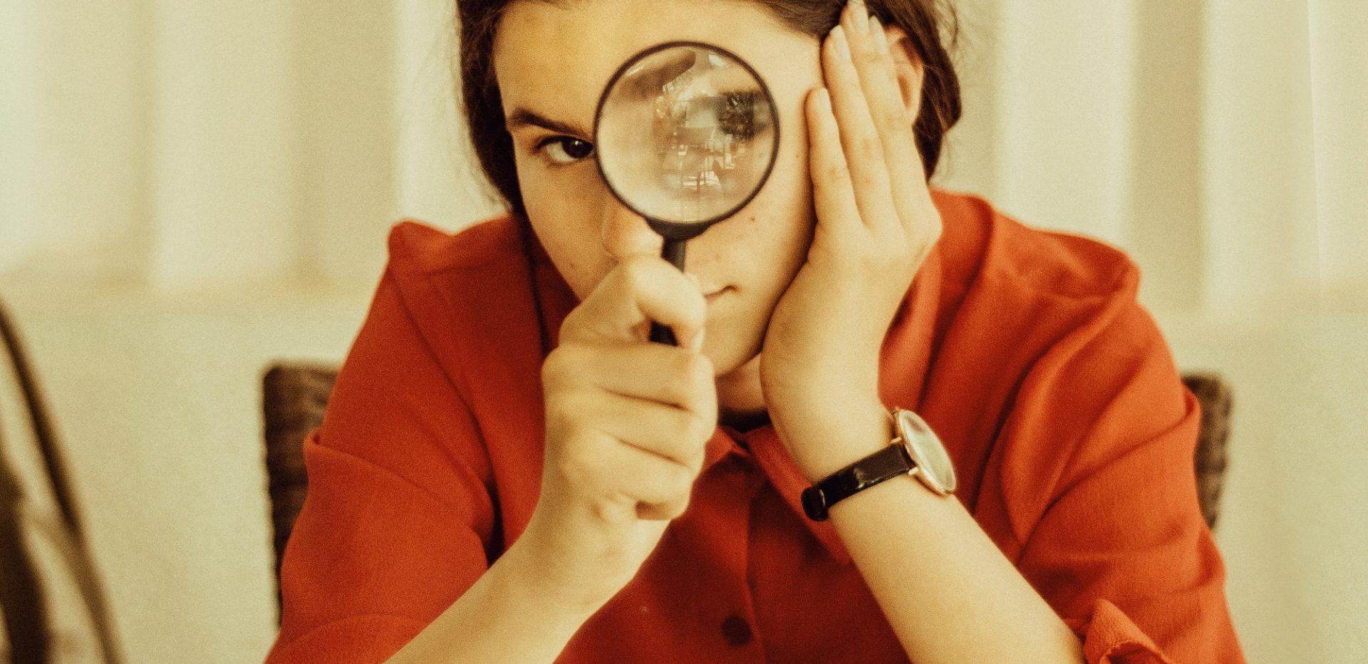 Kvinde der forsøger at afdække kompetencebehov